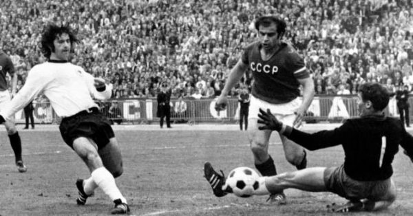 La Germania vince l'Europeo 1972: Gerd Muller batte Rudakov in finale